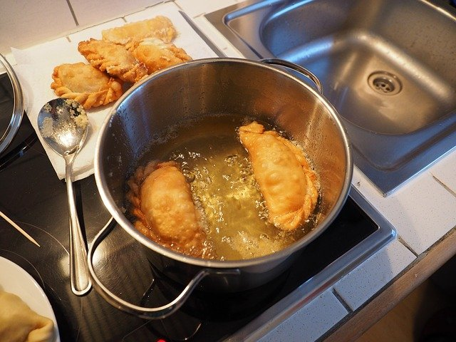 What is The Best Oil For Deep Fat Frying? 14 Popular Oils Analyzed - Healthy Hubb