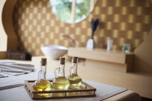 MCT Oil vs. Coconut Oil, Plus 14 Benefits - Healthy Hubb